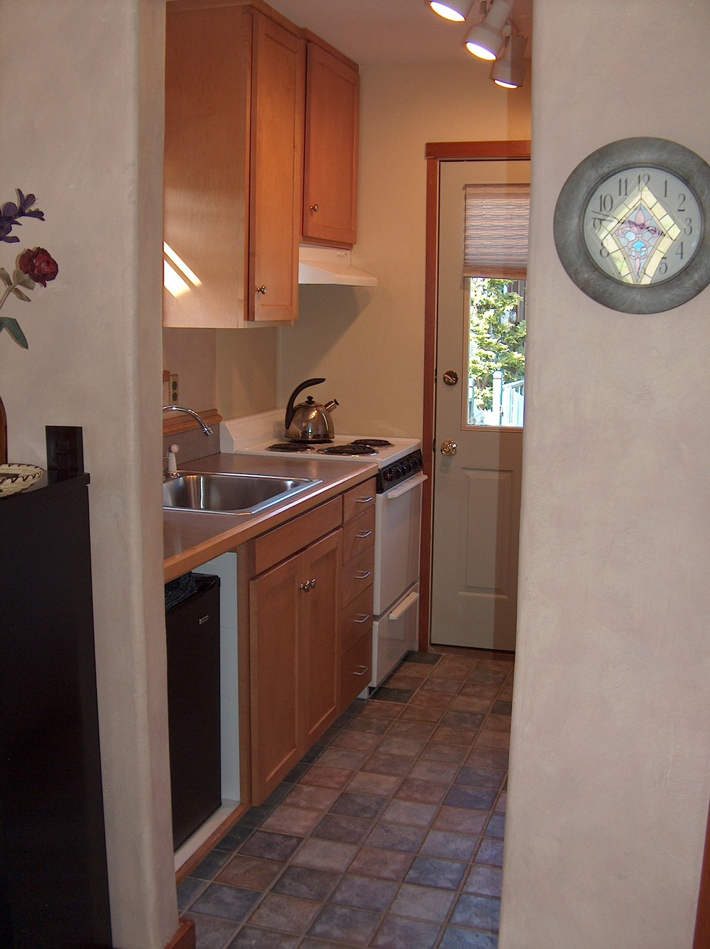Cottage Kitchen-2.jpg