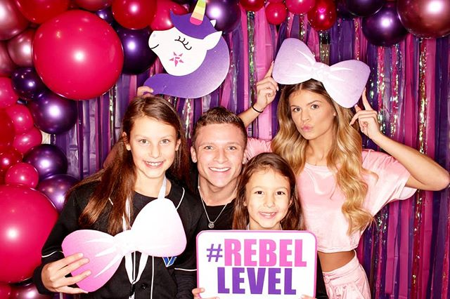 We're REBELLING with Rebel Athletic this weekend at Circle Center Mall!  #rebellevel #rebelinindy #freezeframez #banziballoons