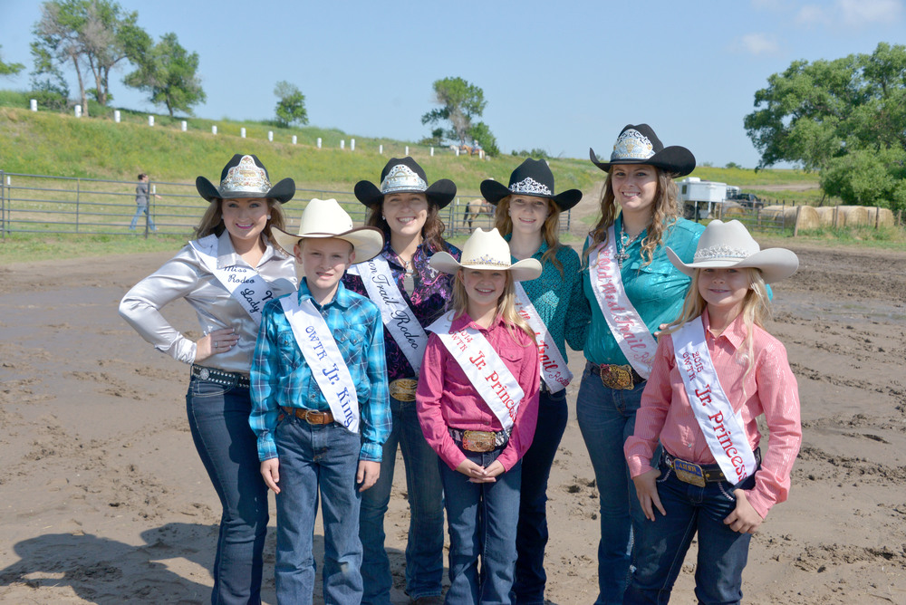 a passle of queens, Emily Taylor,Katelyn Sughroue, Desirae Balderston, Lindsey Soule, Front JT Painter, Mahayla Allred, Alexa Tonjes.jpg