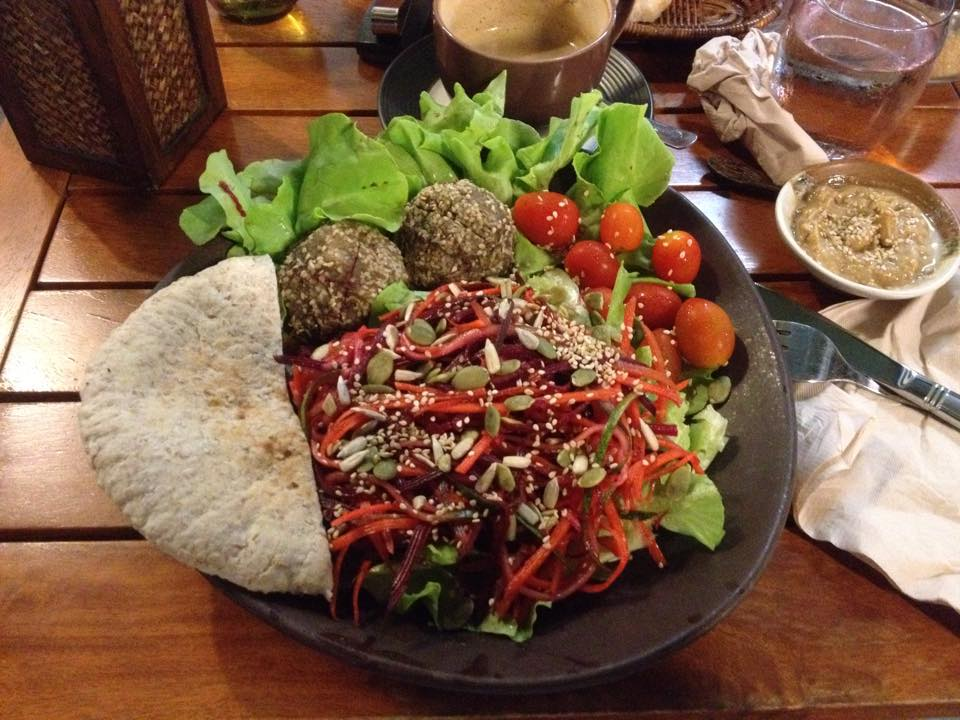 Yogi Cafe pitta felafel salad.jpg