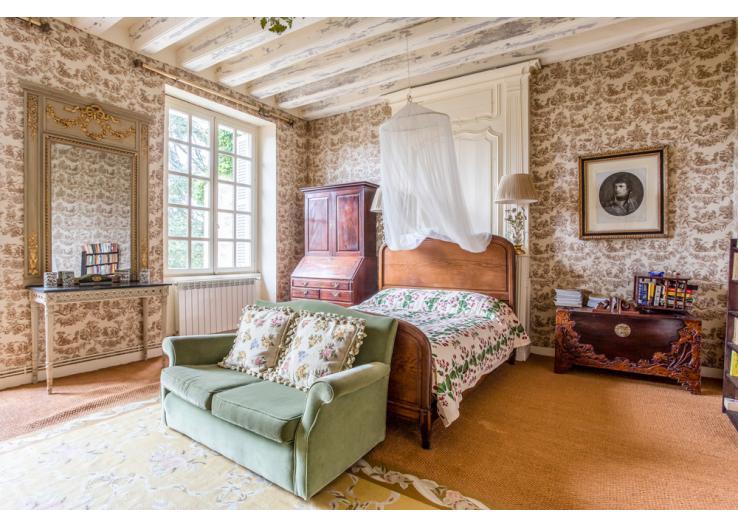 France bedroom 2.jpg