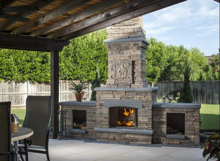 Patio_Fireplace_MirageQuartziti_Moduline_BordeauxMidnightFireplace.jpg