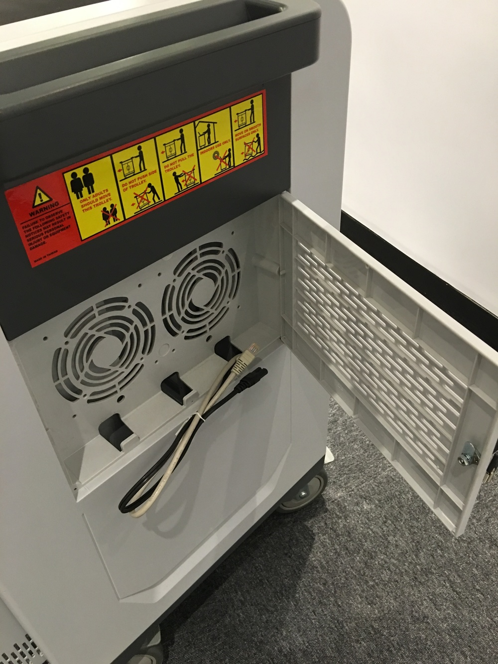 內置強力抽風系統 , 有效達到全天候散熱效果