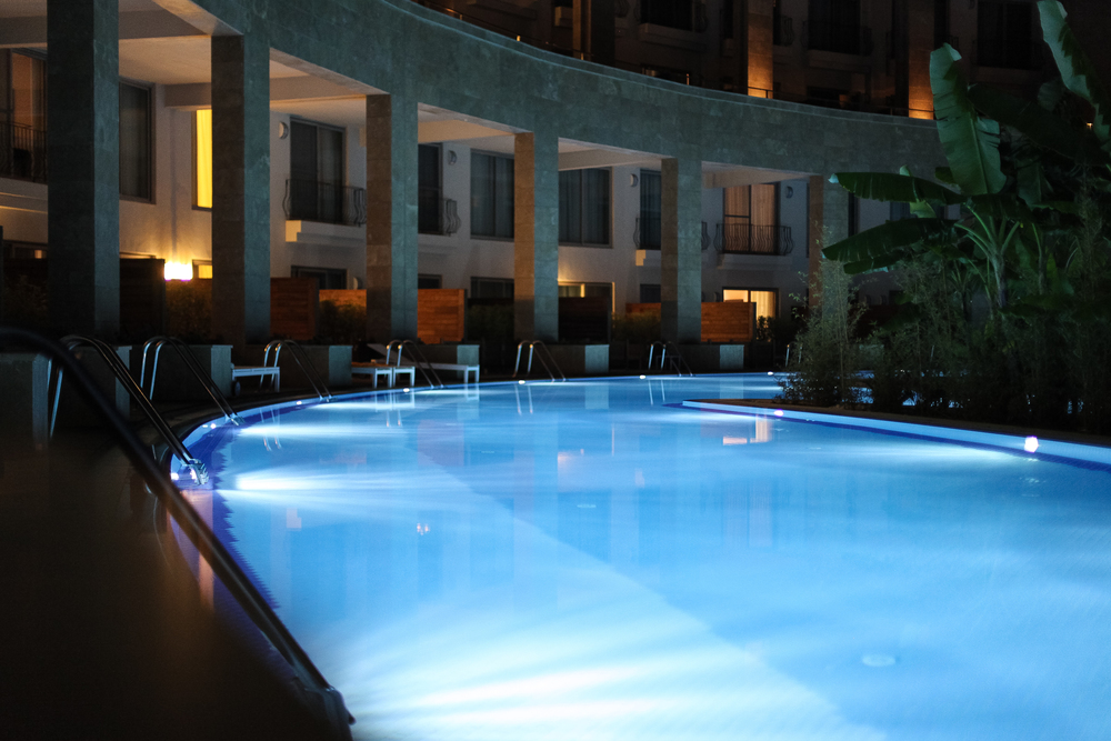 The swim up to the rooms, pool