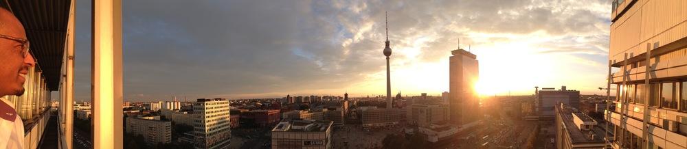 Vom ersten Studio aus Kreuzberg zum Alexanderplatz -Einzug ins neue Büro mit Weitblick
