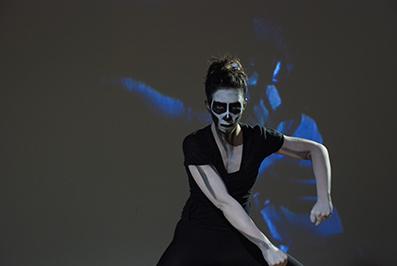Isa Rosenberger: Espiral, 2010/13 Tänzerin: Amanda Piña, Setfoto: Reinhard Mayr