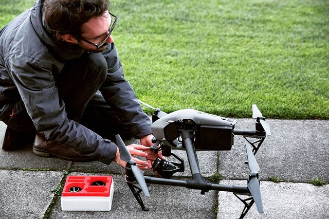 Just a quick lens change on the #inspire2 . . . #dji #djinspire2 #filming #filmlife🎬 #dronestagram #documentary #thisismydayjob #cameraoperator #cinematography