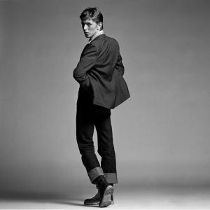 CLIVE_ARROWSMITH_Bowie_Twisting_sideways.jpg