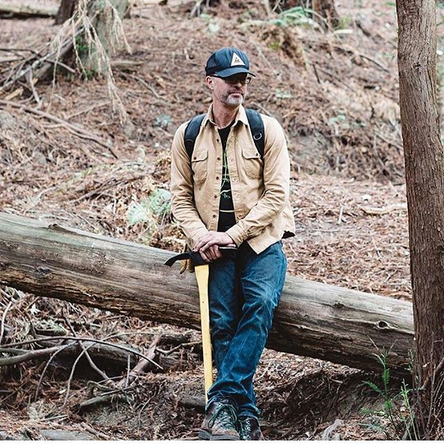 Recently I cut an interesting little interview with dirt connoisseur & founder of Juniper Ridge, Hall Newbegin, for my friends @thenouncollective  Hall loves nature and has built a business around distilling and extracting fragrances from wildflowers, plants, bark, moss, mushrooms and tree cuttings that are harvested on the trail. He believes that nothing smells better than the forest or the mountains and that the only way to bring this smell into your home is by strapping on your boots and getting out there.  Check out his story at thenouncollective.com 🌿 @juniperridge
