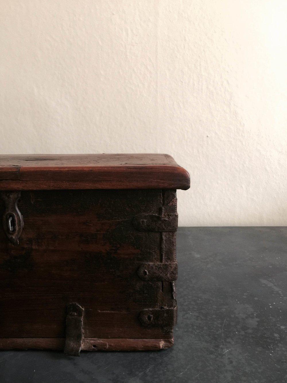 Vintage Cash box Stock no.2455 £120 (details).JPG