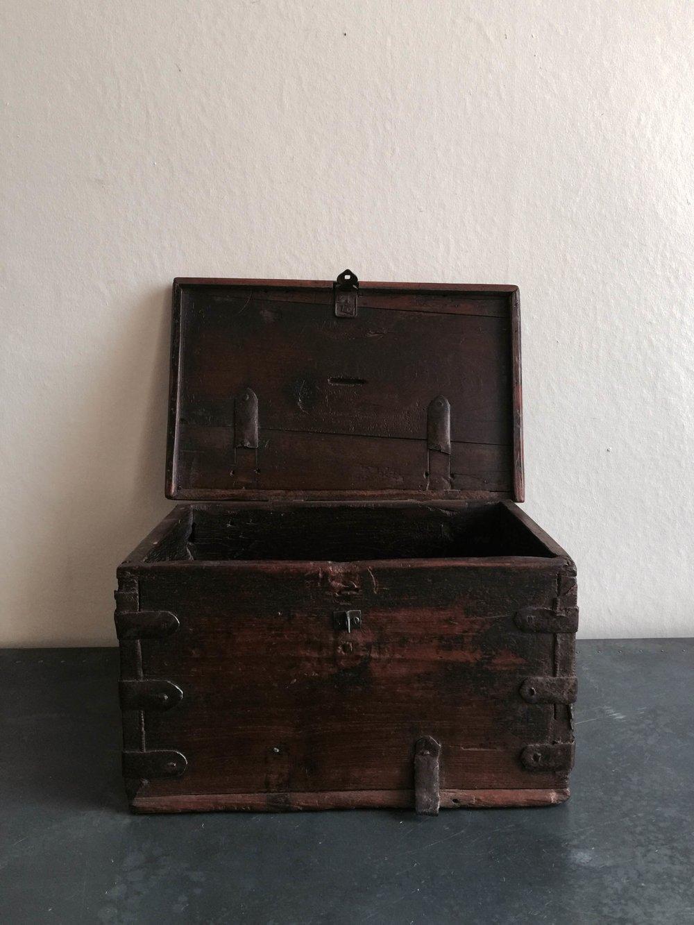 Vintage Cash box Stock no.2455 £120 (open).JPG