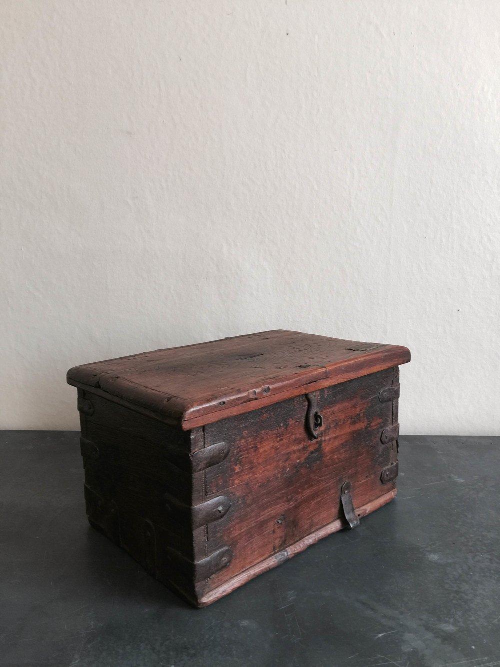 Vintage Cash box Stock no.2455 £120 (side).JPG