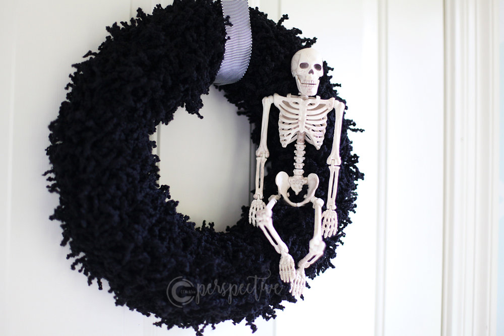 Halloween wreath, yarn wreath, skeleton wreath