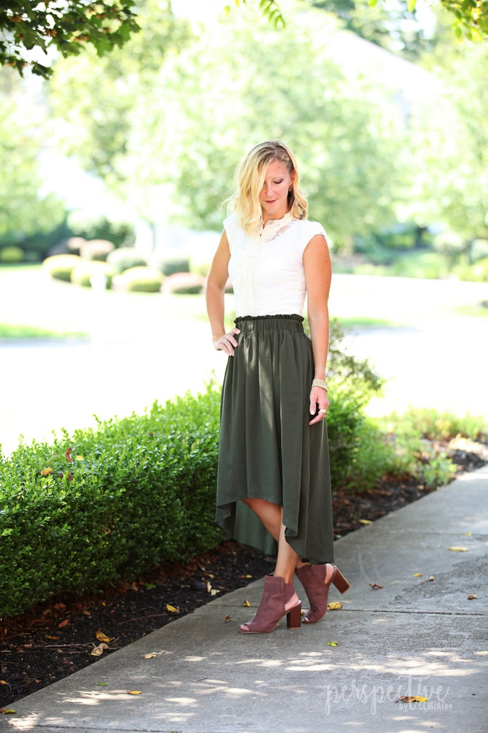 high low skirt, dusty rose shoes, lace top, sunday look