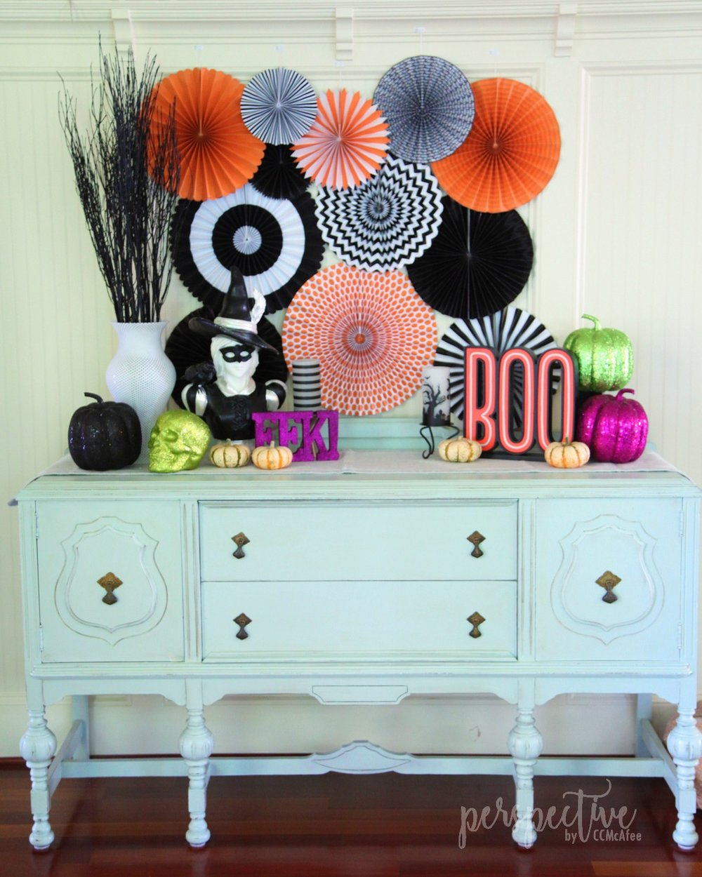 halloween decor kitchen (2).jpg