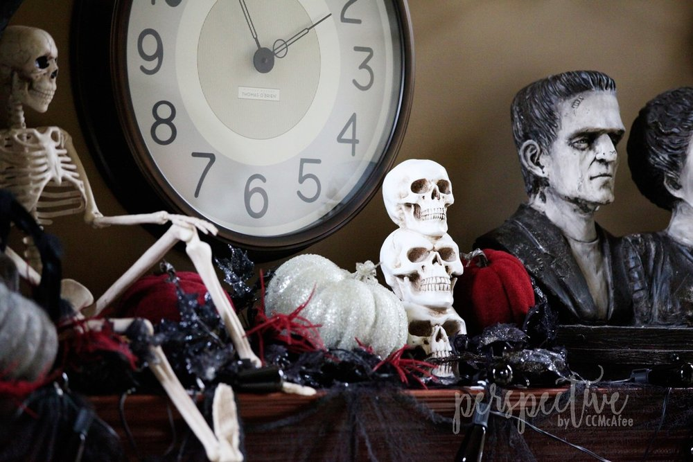 halloween mantle (8).jpg
