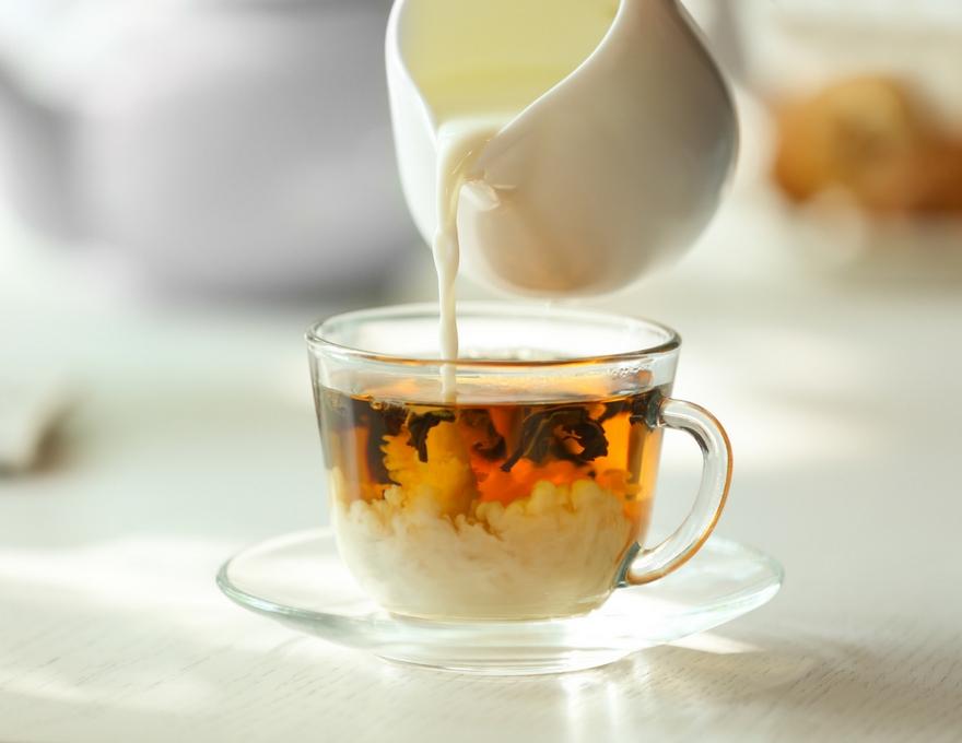Adding tea to milk.jpg
