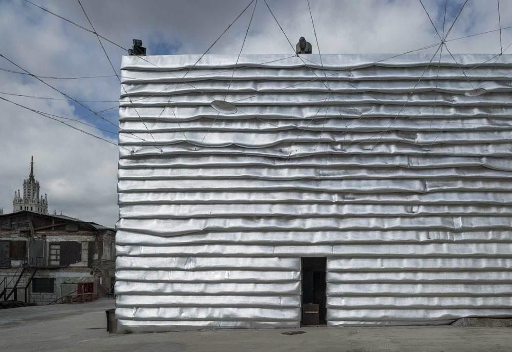 Фасады ЭМЫотделаны изолирующей фольгой