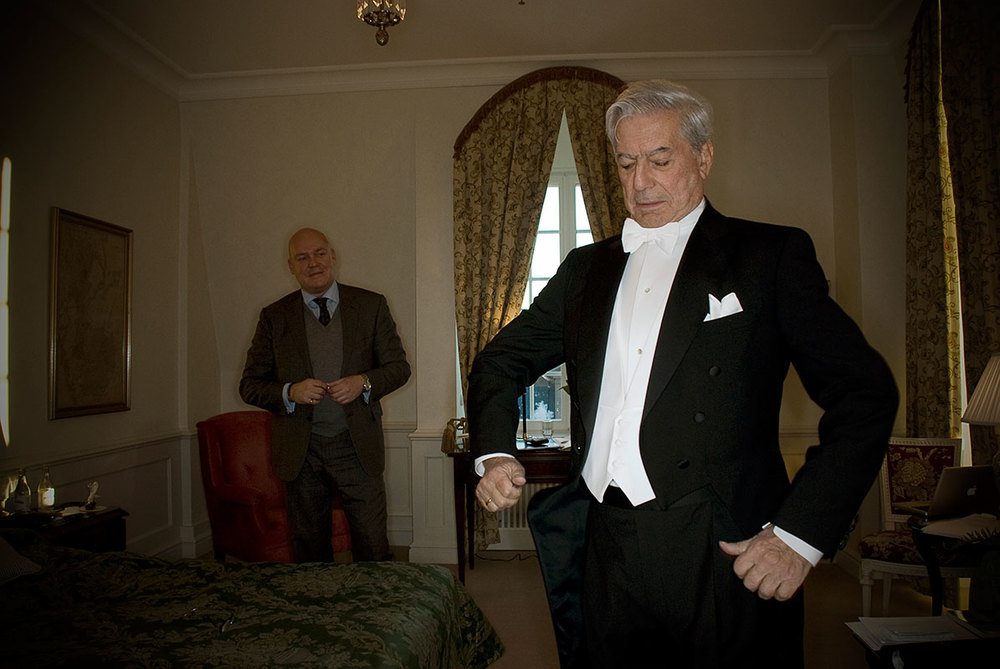 Mario Vargas Llosa getting dressed in order to receive the Nobel Prize (Stockholm 2010)
