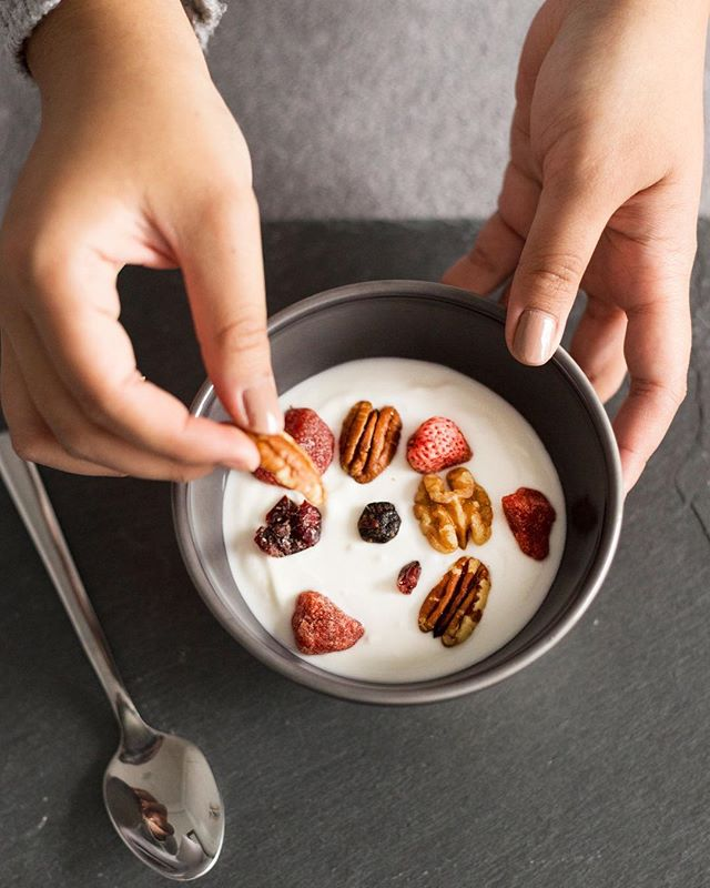 Monday morning perfection = Antioxidants + Probiotics * * * * * #happy #monday #workout #fit #healthy #breakfast #bowls #yummy #yum #cleaneating #foodie #food #goodmorning #nomnom #foodgasm #instagood #instafood #like4like #photooftheday #photography #beautiful #cool #delicious
