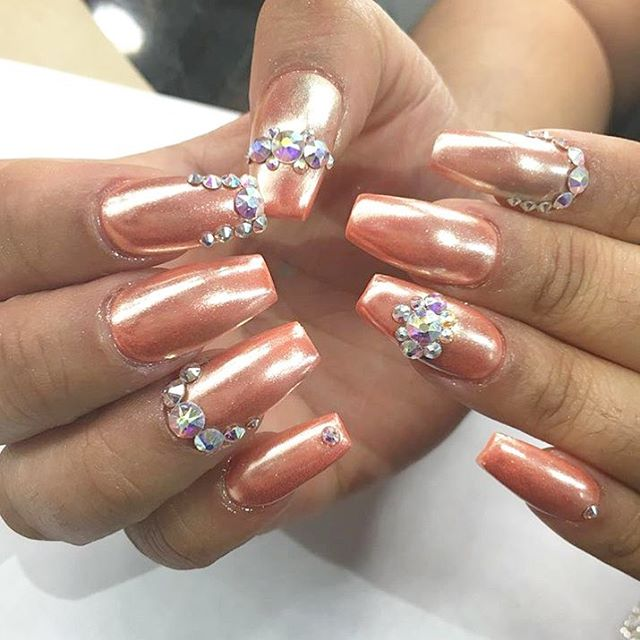 """Good morning IG‼️ Nail Lounge will be accepting walk-ins only till 8:30pm. Don't forget to ask for the coveting nail trend """"Chrome Nails"""" 💅🏽 #nailedbynl @angienaillounge"""
