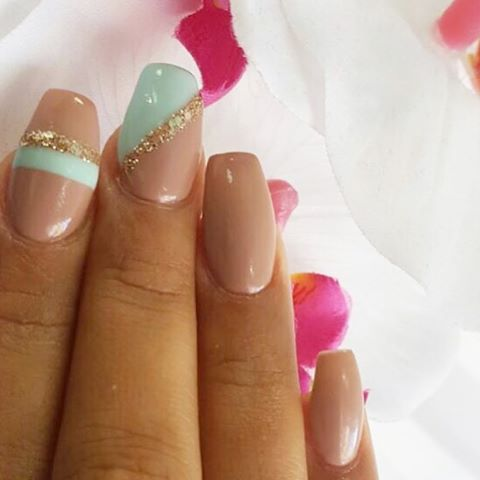 Good morning IG‼️ Nail Lounge is now open till 7pm today. Yes, we accept walk-ins all day. For further info please call 212-567-6700 ☎️ #nailedbynl @caro.naillounge 💅🏽