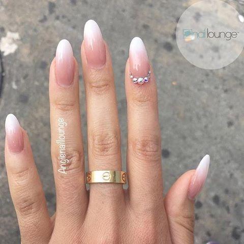 Ombré 💅🏽 • • • #nails #naillounge #nailedbynl #nailart #nailartist #nailswag  #nailpolish #naildesign #nailporn #nail #manicure #nyc #makeup #beauty #fashion #hudabeauty #vegasnay