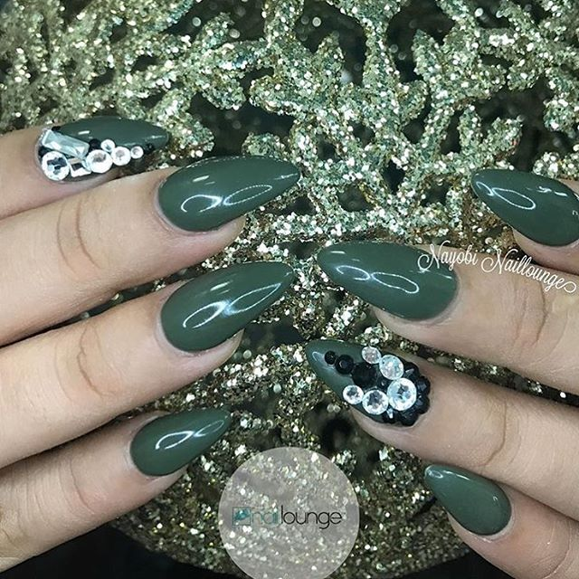 Ladies make sure to have your Nails Holiday ready 💅🏽 💅🏽 #nailedbynl ☎️ 212-567-6700 📍4748 Broadway New York, NY 10040 📧 info@nailloungeny.com 📱App Store: Nail Lounge 💻 www.nailloungeny.com ⏰ Mon 12-7pm, Tues-Thurs 10-7pm, Fri-Sat 10-9pm, Sun 12-6pm  We accept appointments Mon -Thurs & walk-ins 7 days a week.  Download the Nail Lounge App to book appts, stay connected and receive discounts.