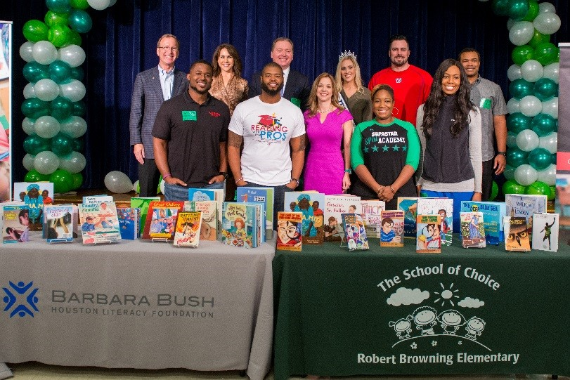 Neil and Maria Bush and Dr. Finck stand alongside celebrities who volunteered to participate in the My Home Library kick-off event.
