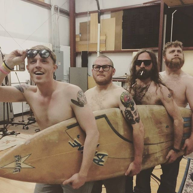 When youre band cant surf, but you find a surfboard. Also, apparently we're afraid of the sun. #ilm #recordingstudio #themenderscantsurf #newep #independentmusic #palmreaderstudios