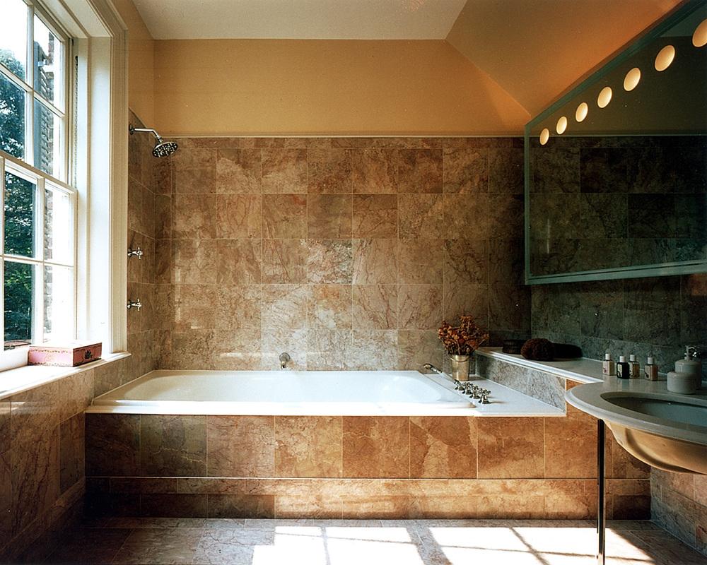 Mystery Point - Interior - Bathtub.jpg