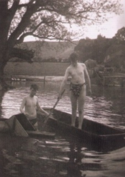 Julian and Quentin Bell on the Charleston pond, 1925