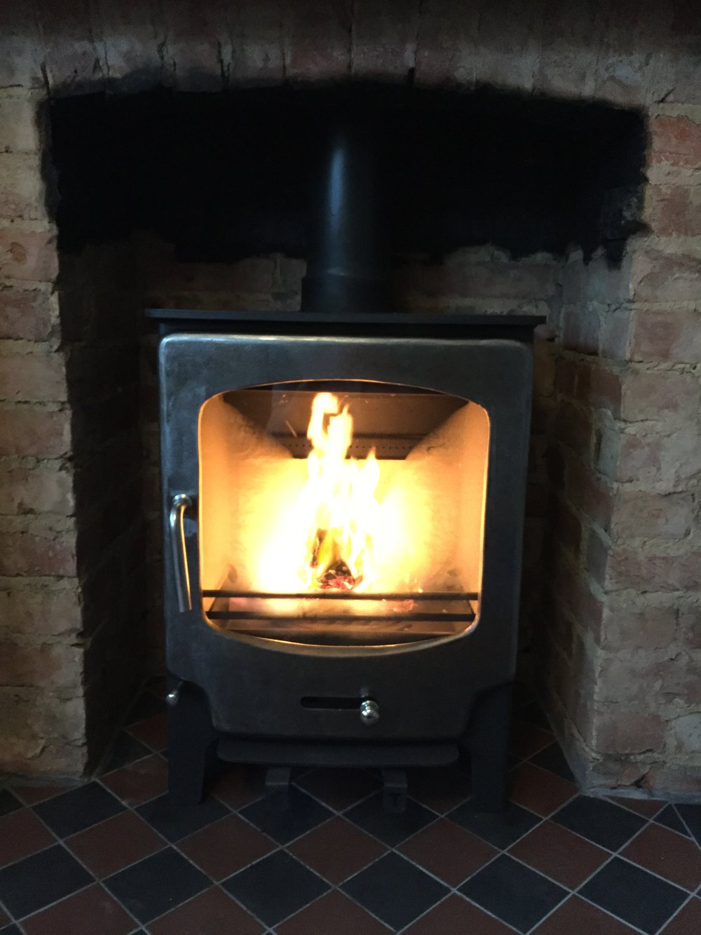 Saltfire-stx8-install-log-burner-brighton