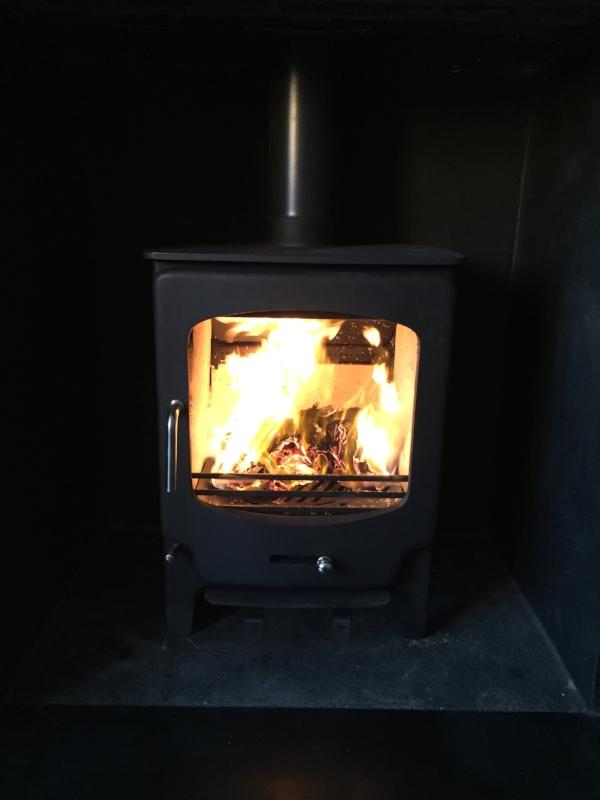 saltfire-stx8-woodburningstove-brighton