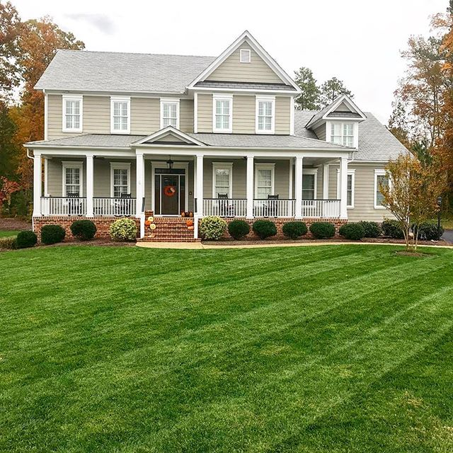 Fall turf is the best turf • • • #turf #fescue #tallfescue #grass #lawn #lawncare #lawnmowing #mow #lawnmaintenance #propertymanagement #propertymaintenance #stripes #lawnstripes #turfcare #rva #richmond #henrico #glenallen #westend #foxhall #followme #followback