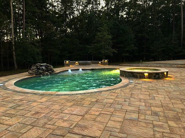 Fire features pool side, a combo that can be enjoyed year-round! Nice to see the sun out today in Richmond, get your back yard ready for 2019! • • • #hardscape #hardscapes #pool #poolbuilder #poolcontractor #contractor #contractorsofinsta  #builder #hardscapelife #whyihardscape #hardscapebrotherhood #pavers #paverpatio #outdoors #outdoorliving #dreambackyard #firefeature #spa #masonry #waterfeature #outdoorlighting #naturalstone #eaglebay #rva #richmond #henrico #goochland #glenallen #virginia