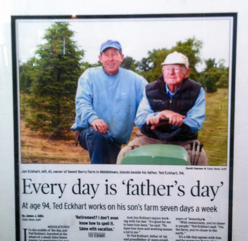 Newport Daily News article featuring Jan and his father, Ted (June 15, 2007).