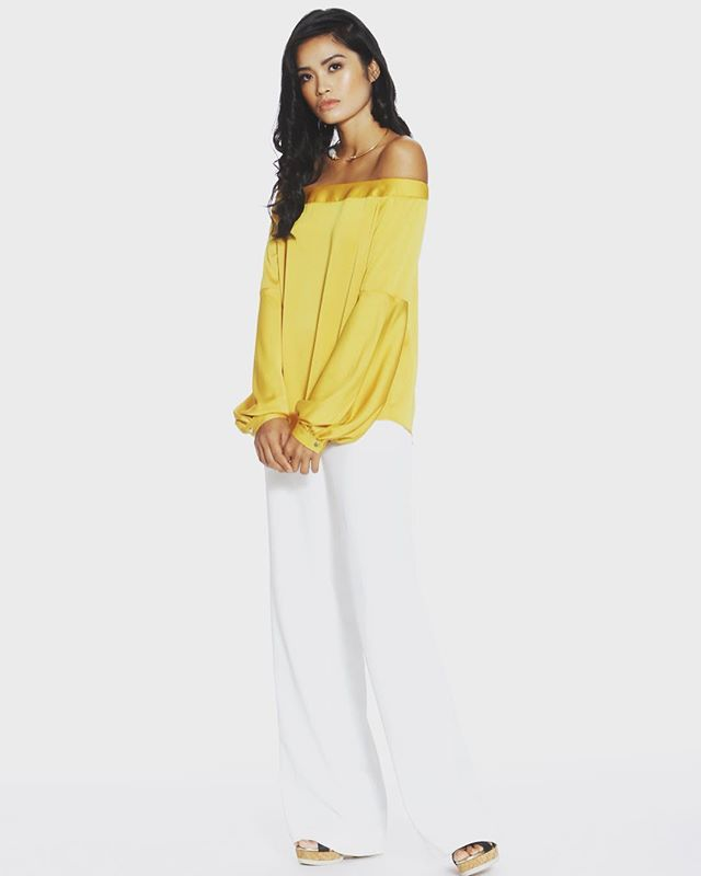 Whether you call it mustard, amber, goldenrod, or maize, this shade of yellow is perfect for year round wear. You can make it pop in the spring, or pair it with muted colors for fall. It's so versatile, it's all over our #spring2018collection. Get this look now!