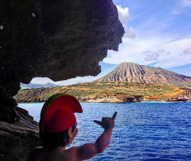 Waitaminute. It's only Tuesday?? #tbt #aloha #spreadaloha #hanaumavay #hawaiianstyle #hike #outdoors #venturehawaii #mahalo #kokohead #sandys #hawaiikai