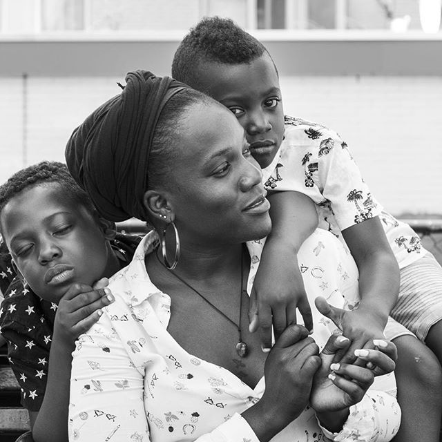 Motherhood 📸#sheheragrot  #gallerygirls #artgirls #artdaily  #artoftheday #art #kunst  #expo #rotterdam #artlover #artblogger  #artistlife #artblog #artlover #photography #womeninart #rotterdam #melanin #motherhood #blackgirlmagic