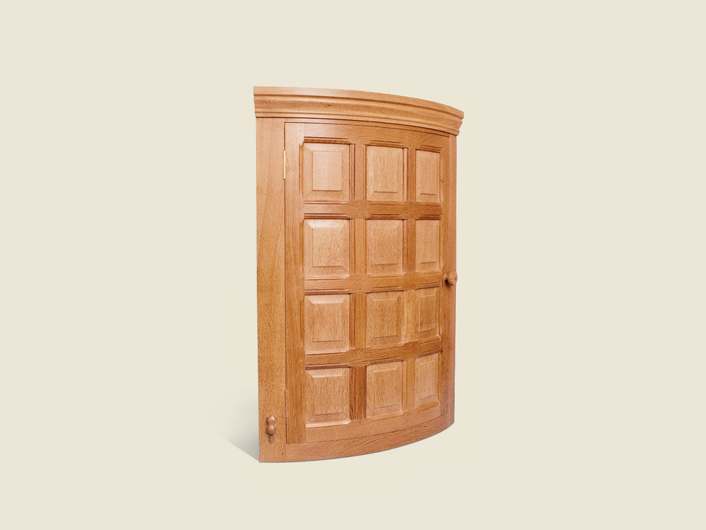 BF501 Oak Bow Fronted Corner Cupboard
