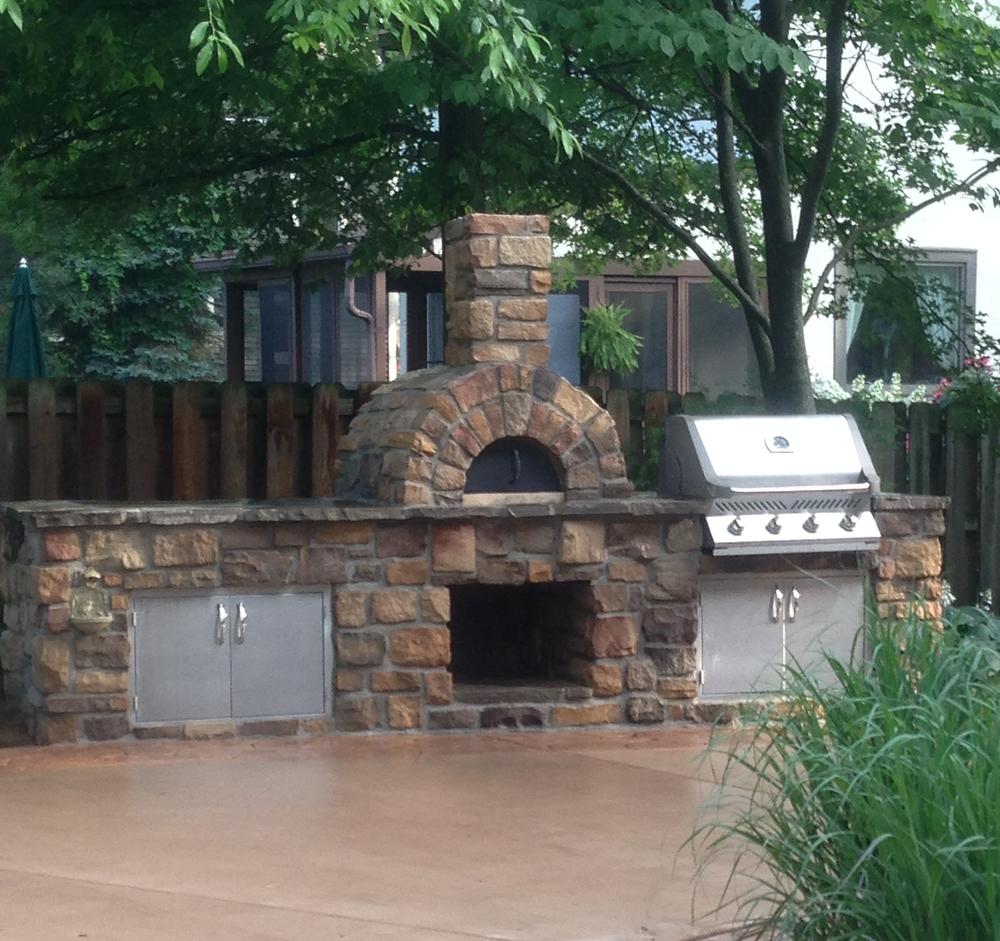 Custom patio pizza oven and grill build/design.
