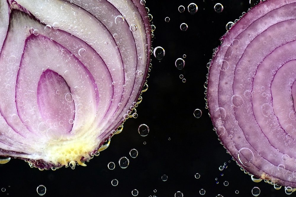 https://pixabay.com/en/onion-red-onion-raw-antibacterial-2699531/