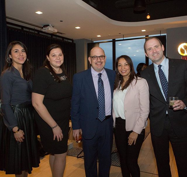 Networking is about building relationships. @chicagolatinonetwork @huntingtonbank @jaime.dipaulo @lore_ivette @themetropolitanchicago #clnpremiermembers