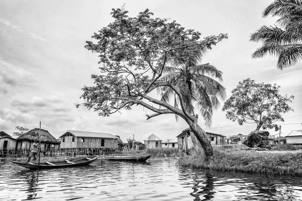 documentary-reportage-photography-ganvie-lake-village-fabio-burrelli-29bw.jpg