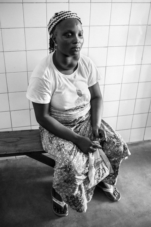 documentary-reportage-24-hrs-gbemontin-healthcare-centre-fabio-burrelli-5.jpg