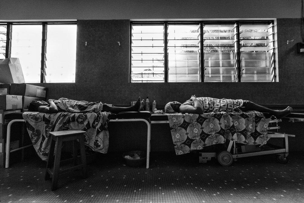 documentary-reportage-24-hrs-gbemontin-healthcare-centre-fabio-burrelli-12.jpg
