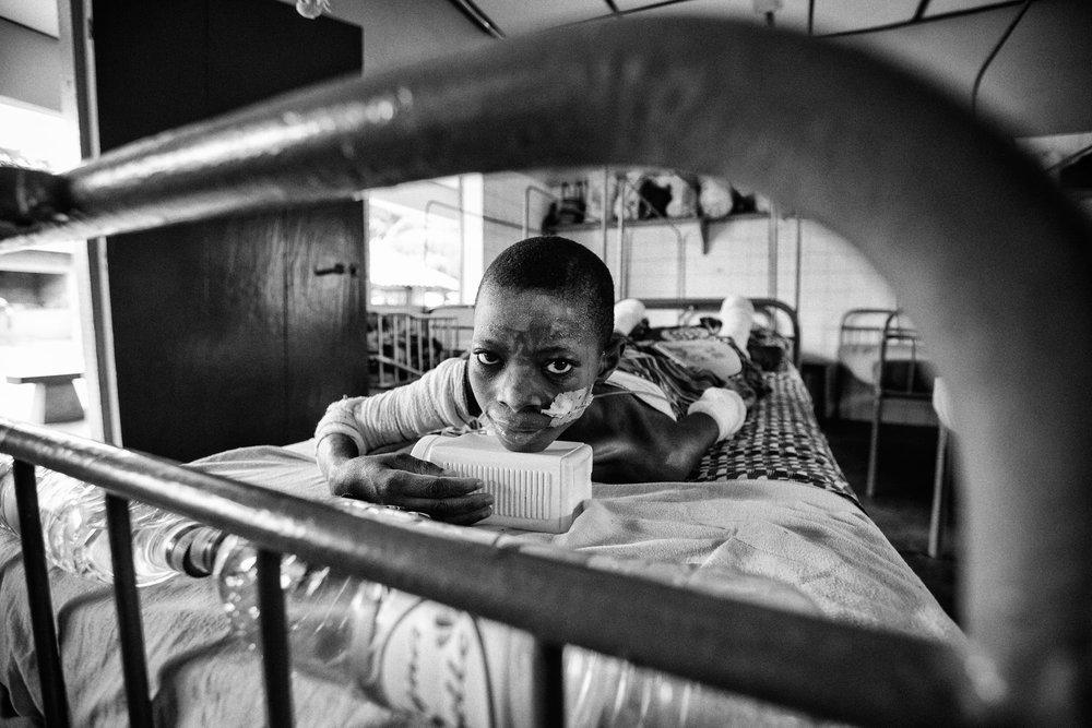 documentary-reportage-24-hrs-gbemontin-healthcare-centre-fabio-burrelli-26.jpg