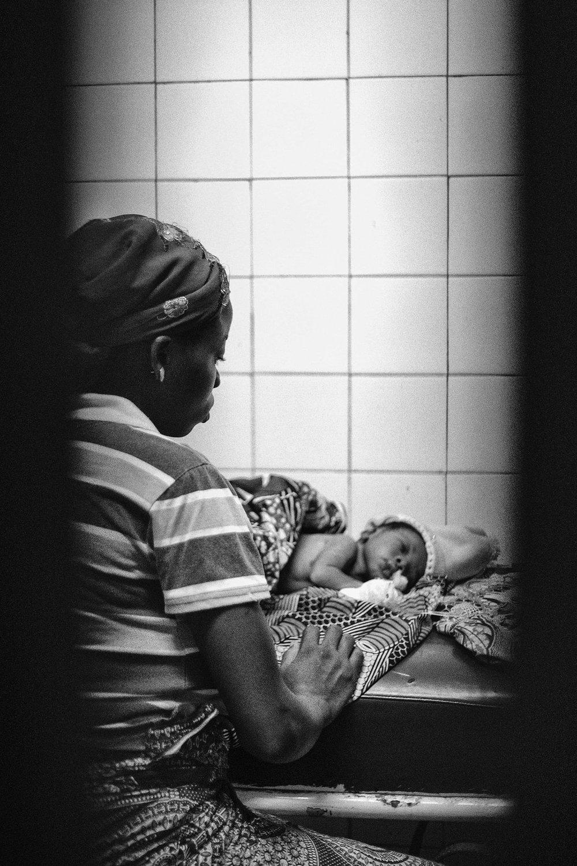documentary-reportage-24-hrs-gbemontin-healthcare-centre-fabio-burrelli-40.jpg