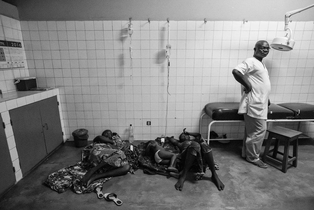 documentary-reportage-24-hrs-gbemontin-healthcare-centre-fabio-burrelli-42.jpg